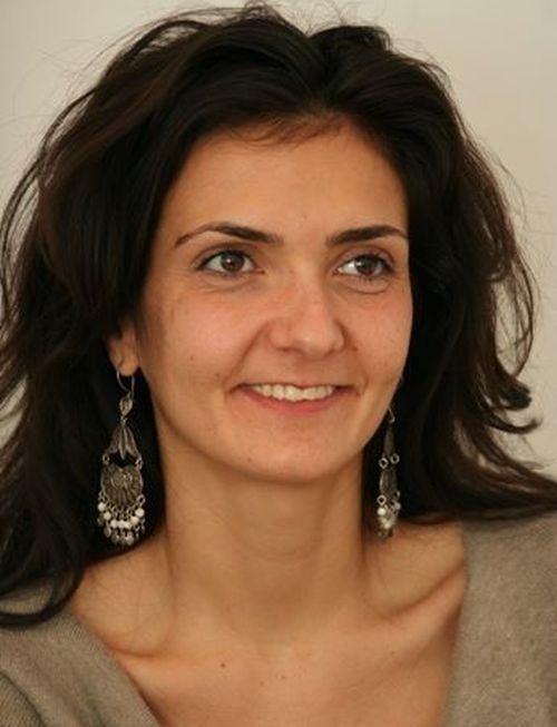 """Psihoterapeut Bogdana Bursuc: """"Anxietatea socială înseamnă în principal teama de a fi judecat de ceilalţi"""""""