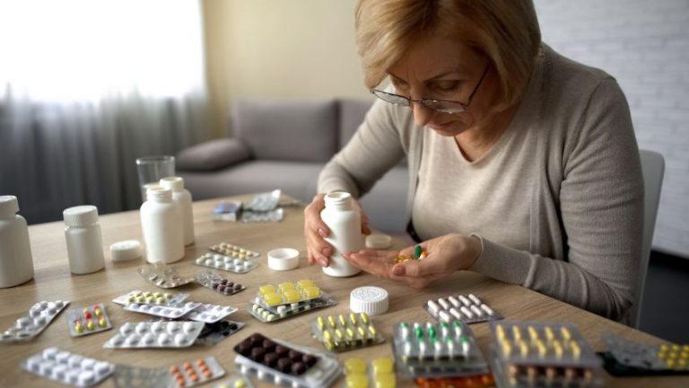 Automedicația și consecințele ei. Nu luați pastile ca pe bomboane, pentru orice durere!
