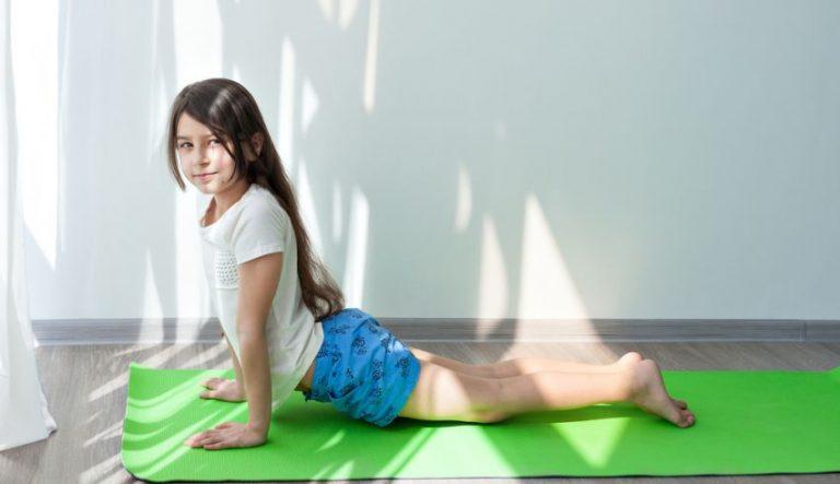 3 exerciții fizice care pot corecta scolioza la copii