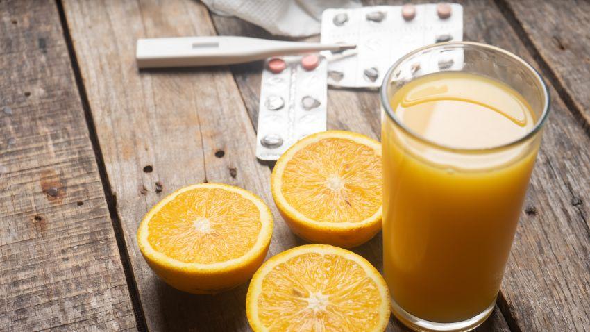 Pahare cu suc de portocale