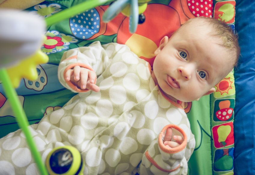 În prima săptămână de viață, bebelușii nu văd prea multe detalii, însă pot să perceapă obiectele foarte apropiate