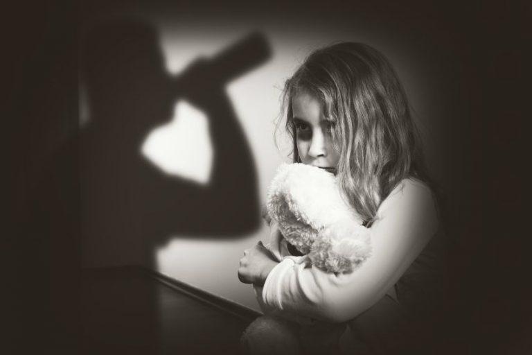 Traumele din copilărie ne influențează viața la maturitate