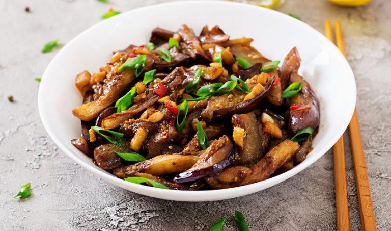 Mâncărică de vinete cu ceapă verde - rețetă de post, cu puține calorii