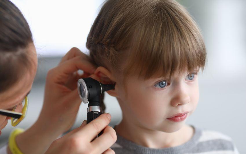 Problemele de auz vor afecta, până în 2050, un sfert din populația lumii, inclusiv copiii, avertizează OMS