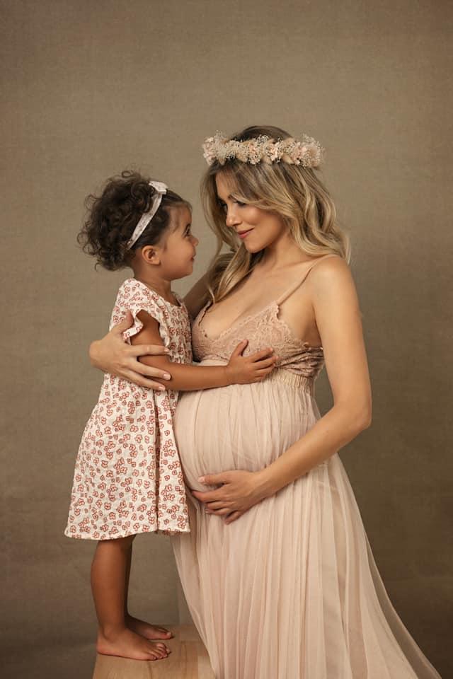 Andreea Ibacka urmează să nască în curând al doilea copil. Cum arată actrița