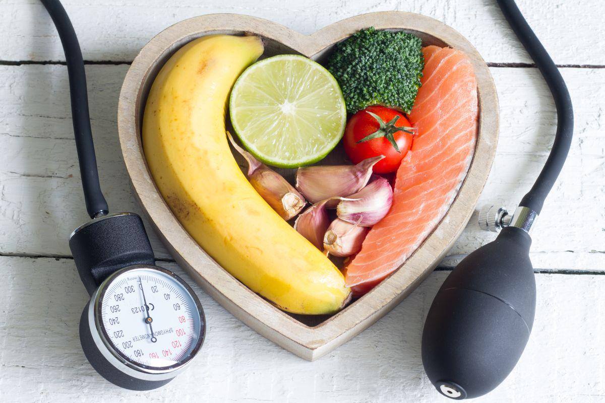 Mituri despre afecțiunile inimii. Cât de bune sunt de fapt superalimentele